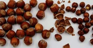 Amendoins inteiros e fósforos fotografia de stock