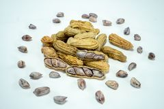 Amendoins no fundo branco imagem de stock