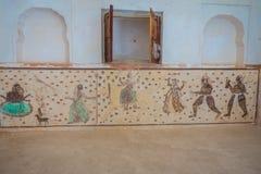 Amer, Индия - 19-ое сентября 2017: Детальный рисует в стене внутри красивого янтарного форта около Джайпура, Раджастхана Стоковые Фото