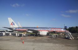 American Airlines aplana no aeroporto internacional de Punta Cana, República Dominicana Foto de Stock Royalty Free