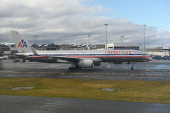 American Airlines Boeing 757 à l'aéroport de Boston Images libres de droits