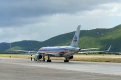 American Airlines Boeing 757 à l'aéroport des Îles Vierges américaines Photographie stock libre de droits