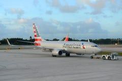 American Airlines Boeing 737 au pi Aéroport de Lauderdale Image stock