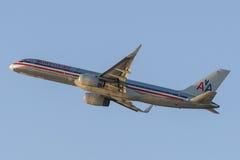 American Airlines Boeing 757 avions décollant de l'aéroport international de Los Angeles Photos stock