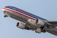 American Airlines Boeing 767 avions décollant de l'aéroport international de Los Angeles Image stock