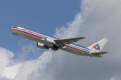 American Airlines Boeing 767 avions décolle de l'aéroport international de Los Angeles Image libre de droits
