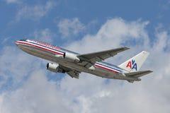 American Airlines Boeing 767 avions décolle de l'aéroport international de Los Angeles Photographie stock