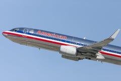 American Airlines Boeing 737 décolle de l'aéroport international de Los Angeles Images libres de droits