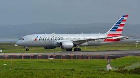 American Airlines Boeing 787-8 Dreamliner che rulla per la partenza all'aeroporto internazionale di Auckland Fotografie Stock