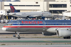 American Airlines Boeing 757 flygplan på Los Angeles den internationella flygplatsen Arkivbilder