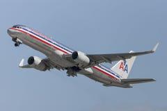 American Airlines Boeing 757 flygplan som tar av från Los Angeles den internationella flygplatsen Fotografering för Bildbyråer
