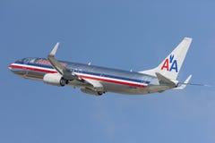 American Airlines Boeing 737 flygplan tar av från Los Angeles den internationella flygplatsen Fotografering för Bildbyråer