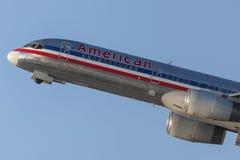 American Airlines Boeing 757 flygplan tar av från Los Angeles den internationella flygplatsen Fotografering för Bildbyråer