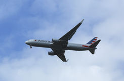 American Airlines Boeing 767 in New York sky before landing at JFK Airport Stock Photos