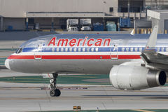 American Airlines Boeing 757-200 på Los Angeles den internationella flygplatsen Royaltyfria Foton
