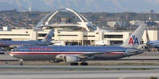 American Airlines Boeing 767 trafikflygplan på Los Angeles den internationella flygplatsen Arkivfoto
