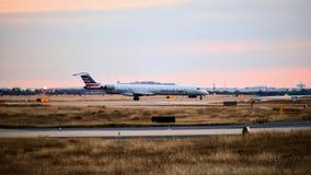 American Airlines-Bombardier vliegtuig één de taximanier royalty-vrije stock fotografie