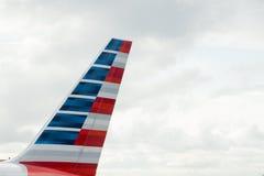 American Airlines coupent la queue Images libres de droits