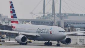 American Airlines dans l'aéroport de Munich, vue en gros plan clips vidéos
