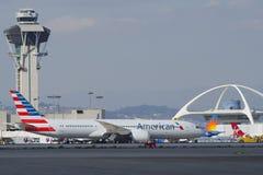 American Airlines Dreamliner beskatta royaltyfria bilder