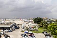 American airlines flygplan i Miami Arkivbilder