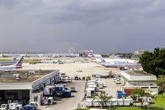 American airlines flygplan i Miami Fotografering för Bildbyråer