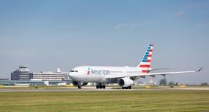 American Airlines-Luchtbus A330-243 die bij de Luchthaven van Manchester voorbereidingen treffen op te stijgen Royalty-vrije Stock Afbeelding