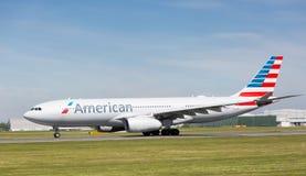 American Airlines-Luchtbus A330-243 die bij de Luchthaven van Manchester voorbereidingen treffen op te stijgen Stock Afbeelding