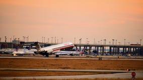 American Airlines McDonnell Douglas samolotowy przybycie wewnątrz dla lądowania zdjęcia royalty free