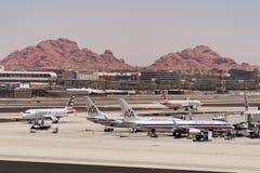 American Airlines parkerade på den Phoenix SkyHarbor flygplatsen Maj 28th 2016 (Reuters) Arkivbild