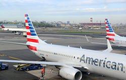 American Airlines samolot przy terminal, Miasto Nowy Jork Zdjęcie Royalty Free