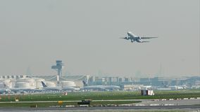 American Airlines-vliegtuig die van de Luchthaven van Frankfurt, FRA van start gaan luchtvaart