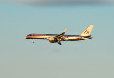 American Airlines voyagent en jet Images stock
