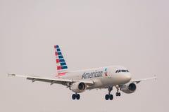 American Airlines voyagent en jet Photographie stock libre de droits