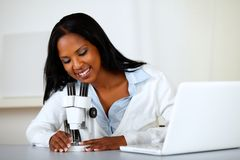 American black woman working with a microscope Royalty Free Stock Photography