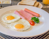 american Breakfast cooked and looks delicious in restaurant Royalty Free Stock Photos