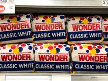 Free American Classic Wonder Bread For Sale At A Supermarket Stock Photography - 157620322
