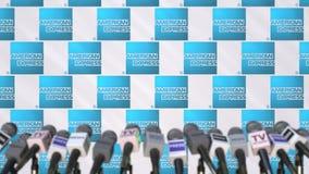 AMERICAN EXPRESS-Firmenpressekonferenz, Pressewand mit Logo und mics, redaktionelle begrifflichwiedergabe 3D lizenzfreie stockfotografie