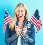 american flag holding woman young στοκ εικόνα με δικαίωμα ελεύθερης χρήσης
