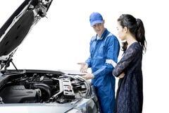 American mechanic showing report on studio Royalty Free Stock Photos