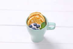 American pancakes with yogurt and blueberries Royalty Free Stock Photos