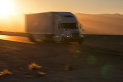 American style truck on freeway pulling load. Transportation the Royalty Free Stock Photos