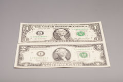 Americani dei soldi una e due banconote in dollari Fotografia Stock