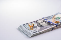 Americano 100 cédulas do dólar e uma coroa Foto de Stock Royalty Free