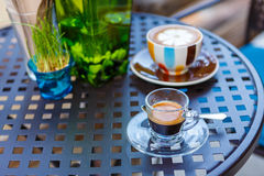 Americano coffee cup on table in cafe Royalty Free Stock Photos