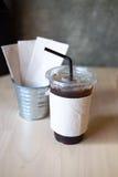 Americano délicieux de café de glace sur la table en bois Photographie stock