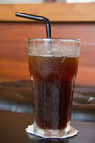Americano de café de glace sur la table en bois Photo stock