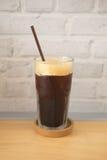 Americano de café de glace sur la table en bois Image libre de droits