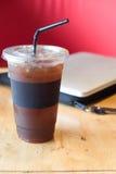 Americano de café de glace sur la table en bois Images libres de droits