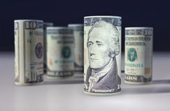 Americano 10 dollari di dollaro acciambellato sul nero Immagini Stock Libere da Diritti